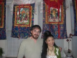 Domingo Ferrandis with the Tibetan singer-songwriter, Yungchedn Lhamo in New York to make the film The golden gag Domingo Ferrandis con la cantante tibetana Yungchedn Lhamo en Nueva York para el rodaje The golden gag